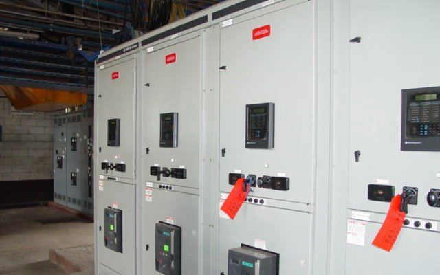 MAIN RERINERY SWITCHGEAR . 4000 AMPS, 480/277 VOLTS, 60 HZ., 65 KACI